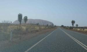 der erste Blick auf den Uluru